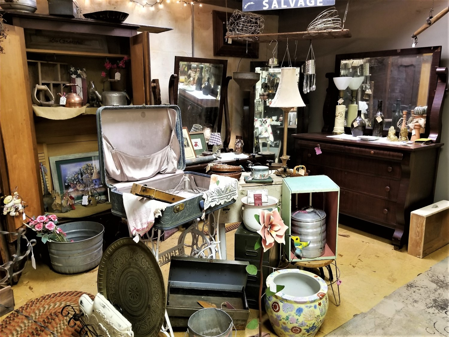 Kat and Co Antiques in St. Joseph Missouri